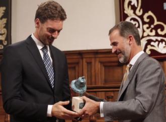 El Rey Felipe vuelve a Alcalá a entregar a Forges el premio Quevedos