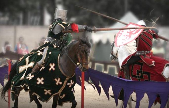 Mercado Medieval de Alcalá: Don Quijote, Sancho Panza y los pasacalles