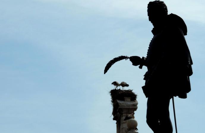 San Cervantes lee el Quijote