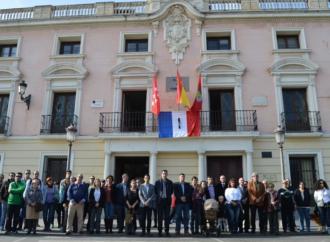Alcalá condena y se concentra contra los atentados de París