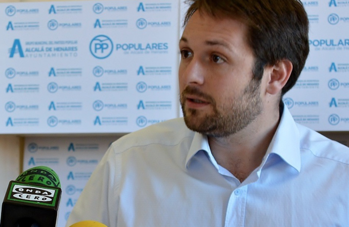 Chacón: «La limpieza es uno de los grandes agujeros negros que tiene Alcalá»