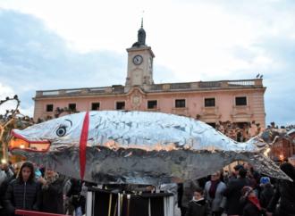 Los Carnavales cierra al tráfico la Plaza de Cervantes