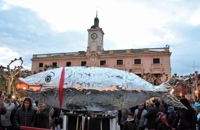 El «entierro» de la sardina puso fin de los Carnavales 2020 en Alcalá