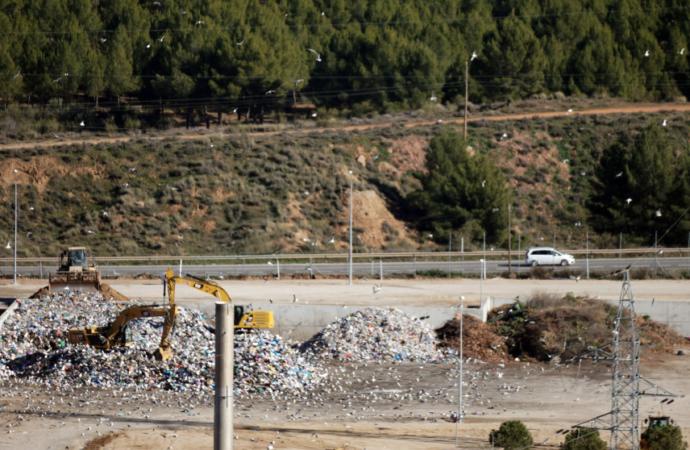 La Comunidad pide soluciones inminentes a la Mancomunidad del Este ante la colmatación del vertedero de Alcalá