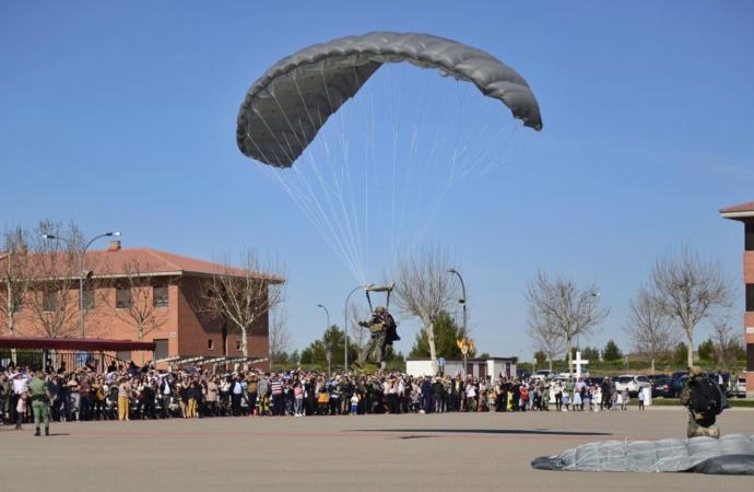 Saltos paracaidistas y actos el día 28 para conmemorar el primer salto paracaidista en Alcalá