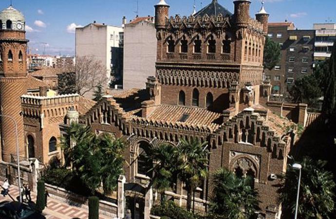 Vuelven las visitas a la Universidad de Alcalá y el Palacio de Laredo