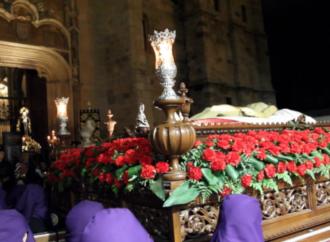 Semana Santa en Alcalá / El silencio, protagonista del Santísimo Entierro