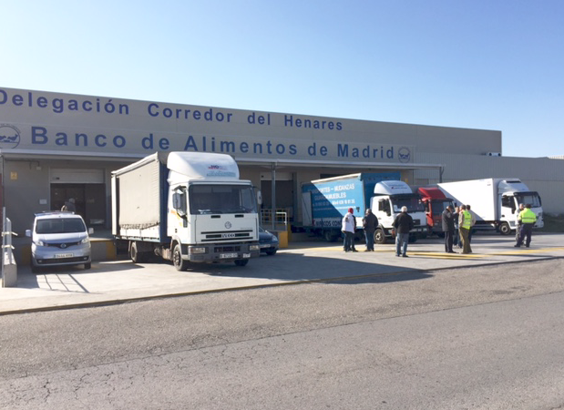 Alcalá estudiará el arreglo del entorno del Banco de Alimentos