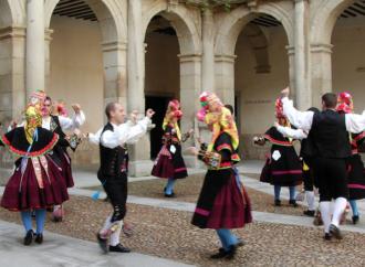 El Festival Cervantino de Música y Danza Tradicional triunfa en Alcalá