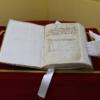 Alcalá expone la partida bautismal original de Cervantes