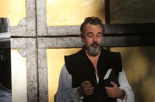 Pere Ponce: «leo y actúo para no acabar de volverme loco»
