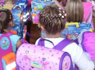 El peso de las mochilas incrementan la visita de los niños al fisioterapeuta