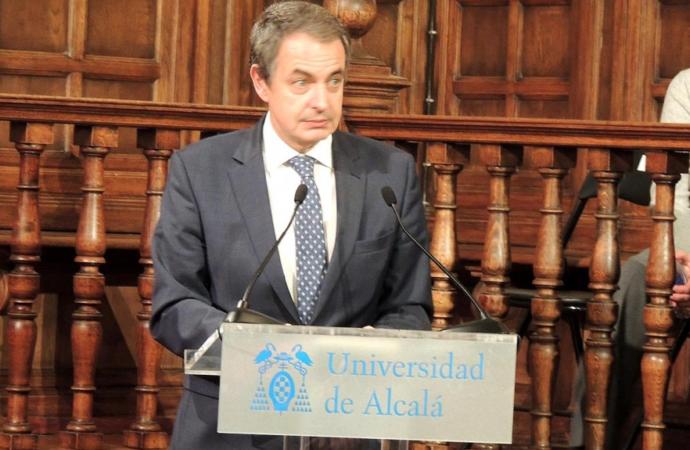 Zapatero recoge en Alcalá el Francisca de Pedraza contra la violencia machista