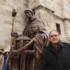 Estatua inédita en Alcalá: Cisneros y los Santos Niños ya lucen en la Catedral