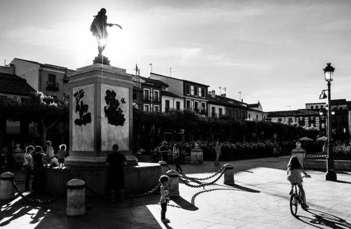 Y Cervantes, tras 2 meses, por fin salió de casa: el desconfinamiento en Alcalá en imágenes (II Edición)