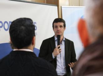 Pablo Casado promete en Torrejón de Ardoz el bus-vao en la A-2