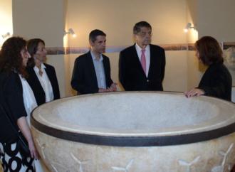 Sergio Ramírez regresa este miércoles a Alcalá para visitar la exposición «Centroamérica Cuenta»