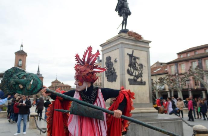 Pasacalles / Nueve musas toman el Centro de Alcalá de Henares