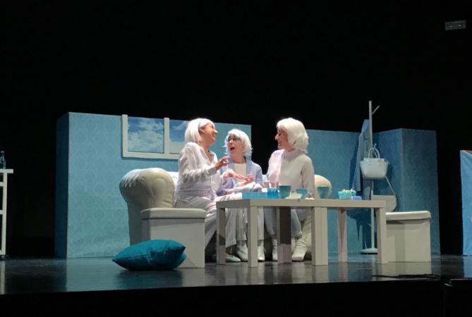 Teatro / Alcalá: «Si algo puede suceder, aunque parezca improbable, acaba sucediendo de manera inevitable»