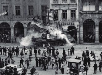 Alcalá acoge la exposición de PHotoESPAÑA sobre la Primavera de Praga en 1968