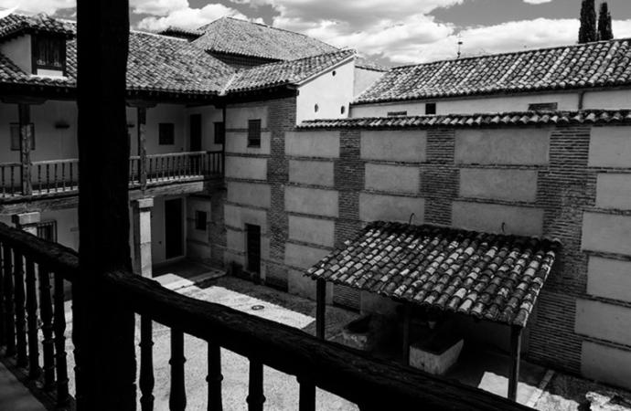 Patio Antigua Hospedería de Estudiantes / Alcalá, Patrimonio de la Humanidad: fotos con alma