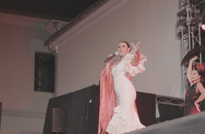 La alcalaína Sonia Andrade graba junto a Diego Larrea «Postales y Sobres» desde el confinamiento