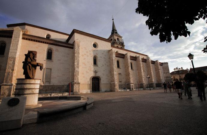 El Ayuntamiento de Alcalá contrata la elaboración de un estudio sobre la titularidad municipal de la Plaza de los Santos Niños