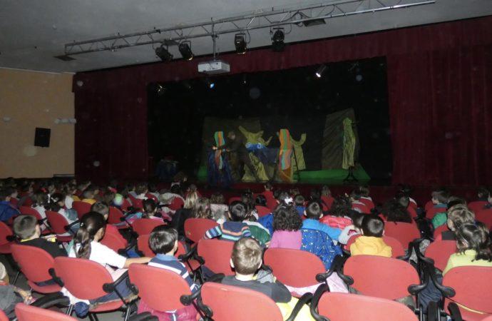 La Biblioteca Municipal  de Alovera fomenta el teatro entre los alumnos de Infantil