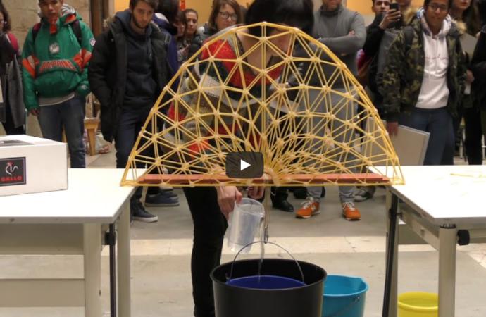 Espaguetis y tallarines para diseñar puentes innovadores y eficientes en la Universidad de Alcalá