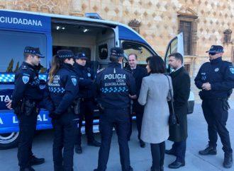 La Policía Local de Guadalajara estrena nuevo furgón de atestados