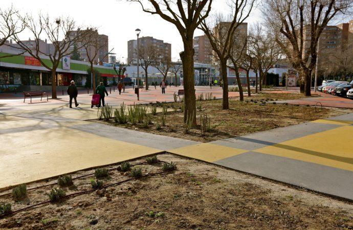 El ayuntamiento de Coslada lleva  a cabo trabajos de ajardinamiento en el Paseo de Dolores Ibarruri