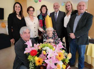 Feliz '100 Cumpleaños' para la vecina de Horche Amparo Azañón