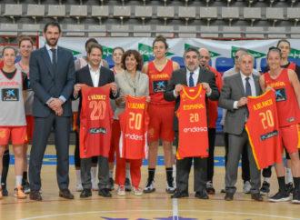 El ministro de Cultura y Deportes visitó a la selección femenina de baloncesto en Torrejón donde ha preparado el preolímpico