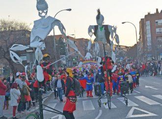 Coslada salió a la calle este fin de semana para celebrar un carnaval con mucho colorido, música y diversión