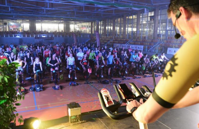 El polideportivo Espartales dona 500 kilos de alimentos al Banco de Alimentos