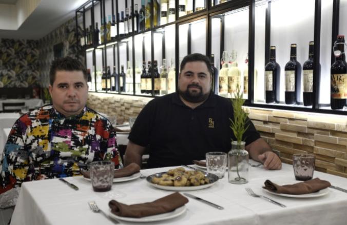 Muere el conocido hostelero alcalaíno Kike Romero («Bar Nino») en un accidente de moto