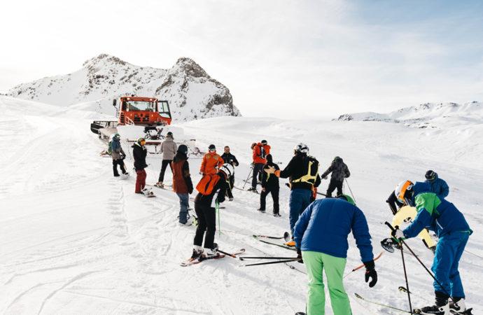 Torrejón de Ardoz: Cursos de esquí y excursiones, planes para los jóvenes de la localidad