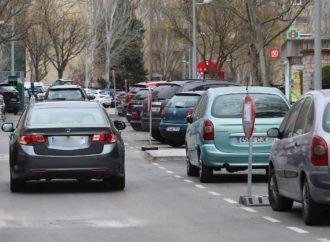 Comienza el arreglo de los defectos de la recién reformada calle Uruguay en Coslada