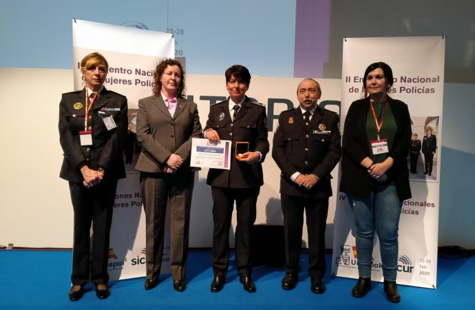 Esther Álvarez, policía local de San Fernando, premiada con la 'Medalla de Mérito 2020'