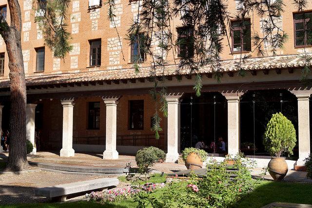 Paseo por los jardines ocultos de Alcalá