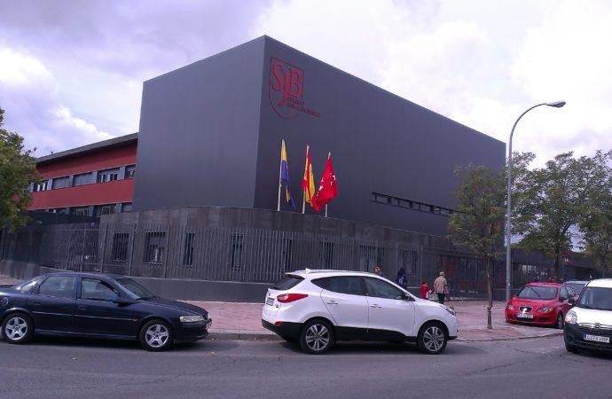 Una alumna y una profesora de Torrejón positivos en coronavirus y 50 aislados en el Hospital de Alcalá