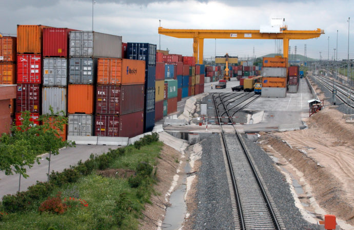 El foro que agrupa al sector marítimo-logístico de Coslada dona parte de su cuota de socios para hacer frente al coronavirus