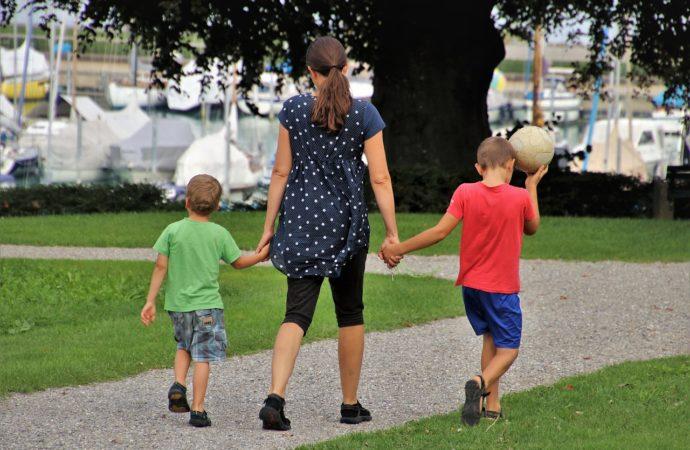 Los niños pueden salir de casa desde hoy y algunos municipios del Corredor reabren espacios para que puedan pasear