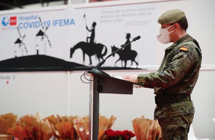 Emocionante lectura del Quijote en IFEMA y libros de regalo en el Hospital de Alcalá