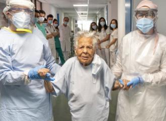 Dan de alta a Asunción, de 105 años, tras superar el coronavirus en el Hospital de Guadalajara