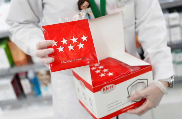 Las farmacias del Corredor reparten gratis desde hoy las mascarillas FFP2 adquiridas por la CAM