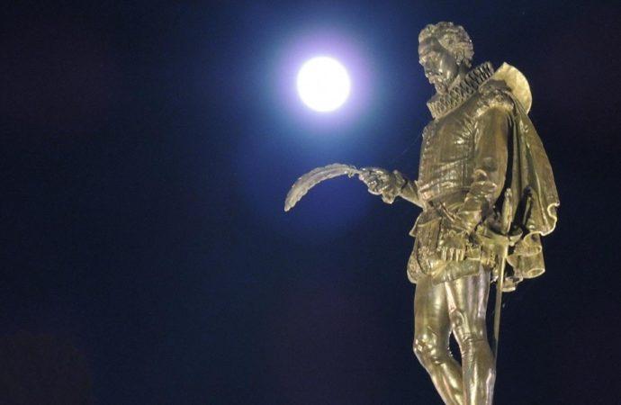 622 opiniones en La Luna de Alcalá. Una sección abierta y un escaparate ciudadano