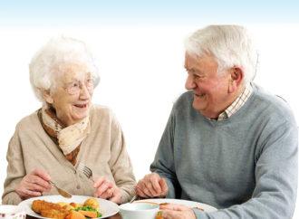 Continua en Torrejón el programa «Mejor comemos en casa» para mayores y dependientes