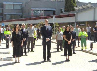 Los Reyes visitan el Centro de Transportes de Coslada en el último día de luto nacional por las víctimas del COVID-19