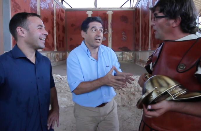 ¿Un romano con gafas? Sí. «Viaja al futuro» y a Alcalá en «La Brújula del Tiempo» de Telemadrid